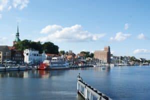 Hafen in Kappeln mit Raddampfer