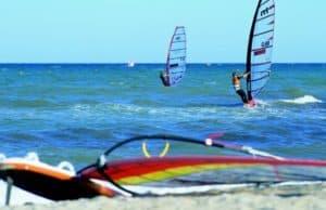 Surfer in der Ostsee.