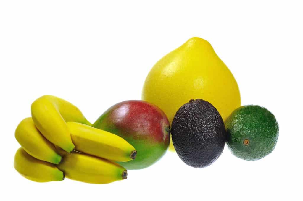 Bananen, Mango, Pomelo und Avocados sind eine fruchtige Ergänzung für grüne Smoothies.