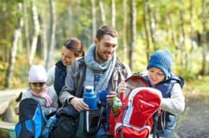 Wandern in der Natur ist ein Abenteuer für die ganze Familie.