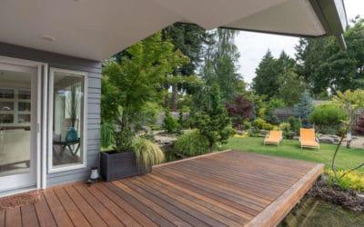 Eine Holzterrasse für den Garten