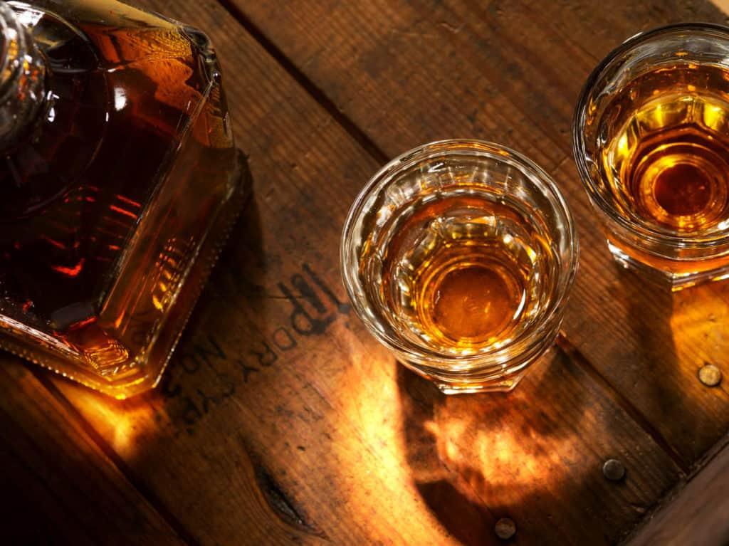 Genießer wissen einen guten Whisky zu schätzen.