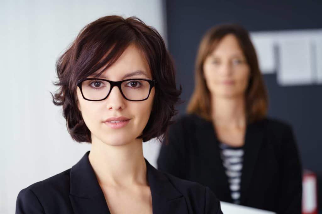 Jobsharing: Zwei Frauen im Business-Look