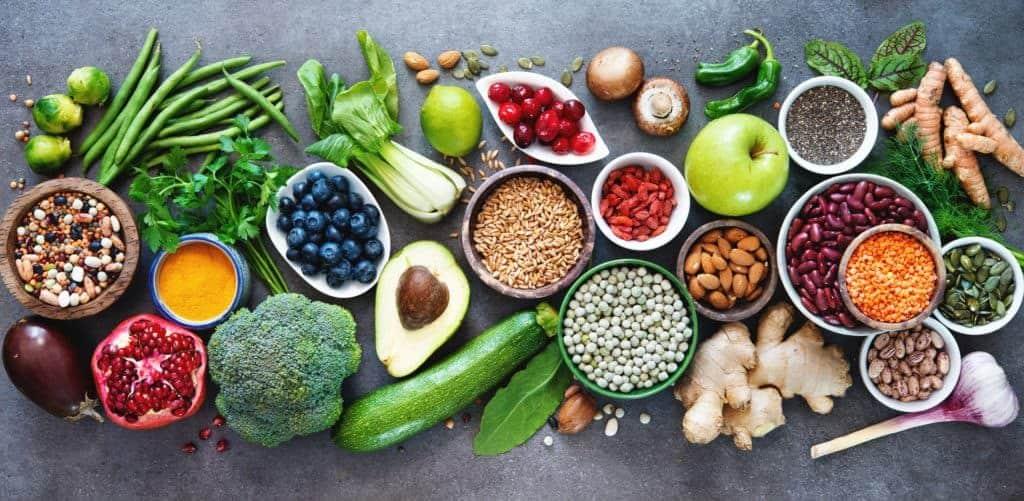 Gemüse, Körner, Obst – gesunde ausgeogene Lebensmittel (Fitness-Mythos)