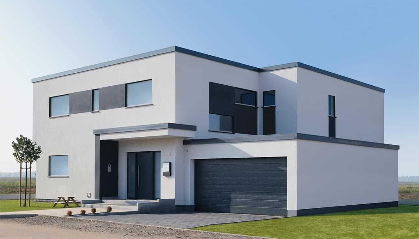 Haus besticht durch seine farbigen Fensterprofile.