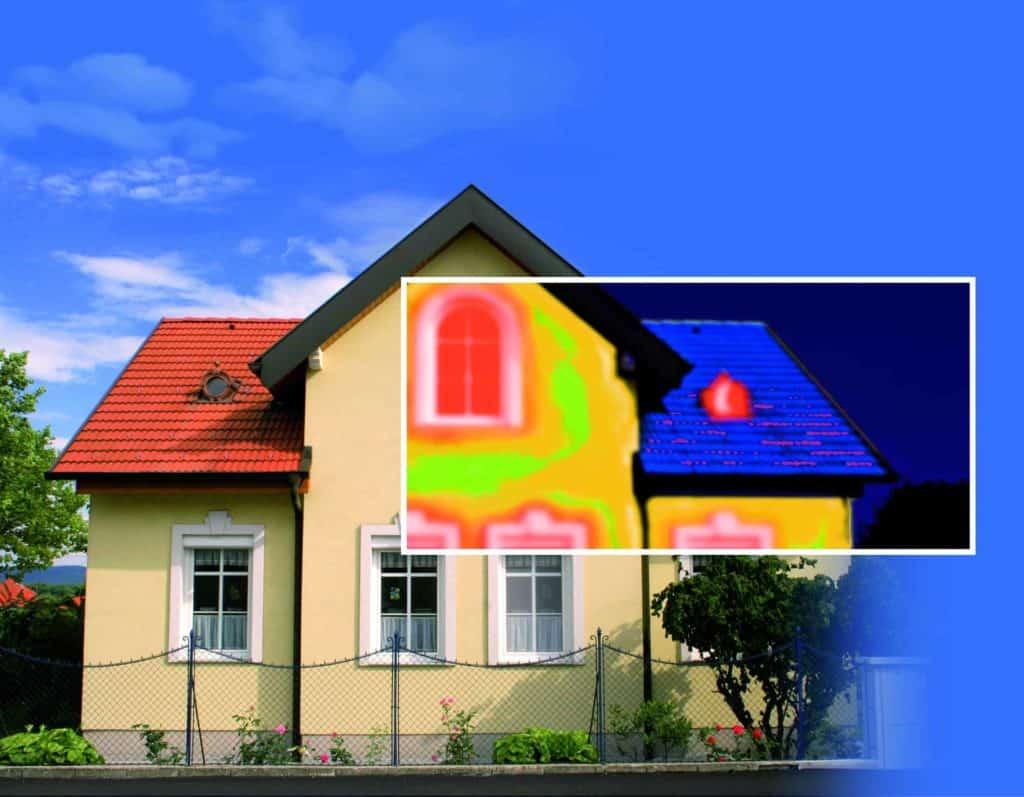 Thermografische Aufnahmen zeigen die energetischen Schwachstellen eines Hauses. (Altbausanierung)